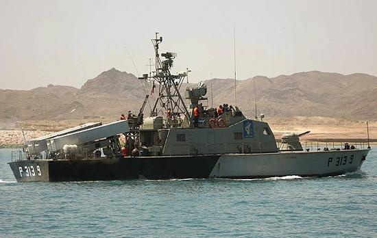 伊朗發威!美國無力破解中國祖傳「狼群戰術」遭幾十艘軍艦圍攻 - 每日頭條