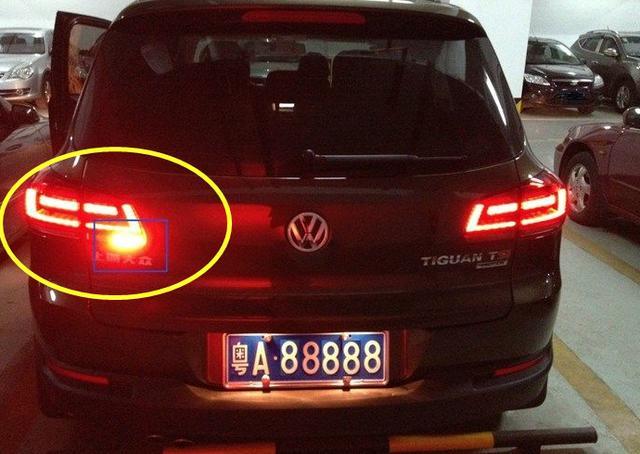 汽車後霧燈為什麼只有一個燈「亮」呢?你知道嗎? - 每日頭條