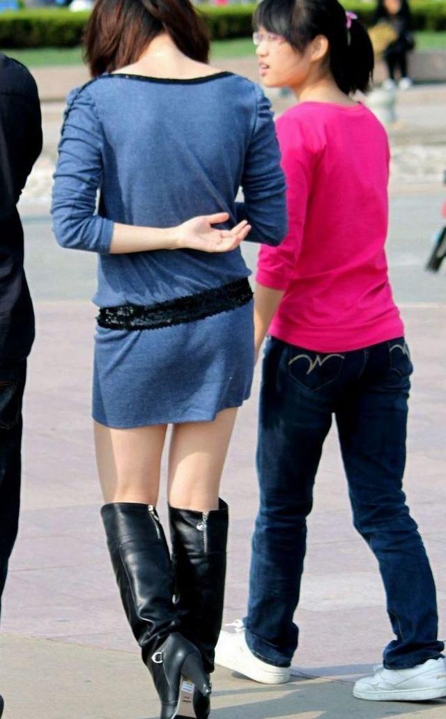 穿著短裙的過膝長靴美女 黑色過膝長靴美女 - 每日頭條