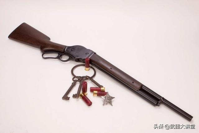 經典但不流行的M1887霰彈槍,在它最有名氣的時候,不過為了品牌效應還是選擇了杠桿式設計。 作為牛仔的招牌武器,卻因為一部電影為世人所熟知 - 每日頭條