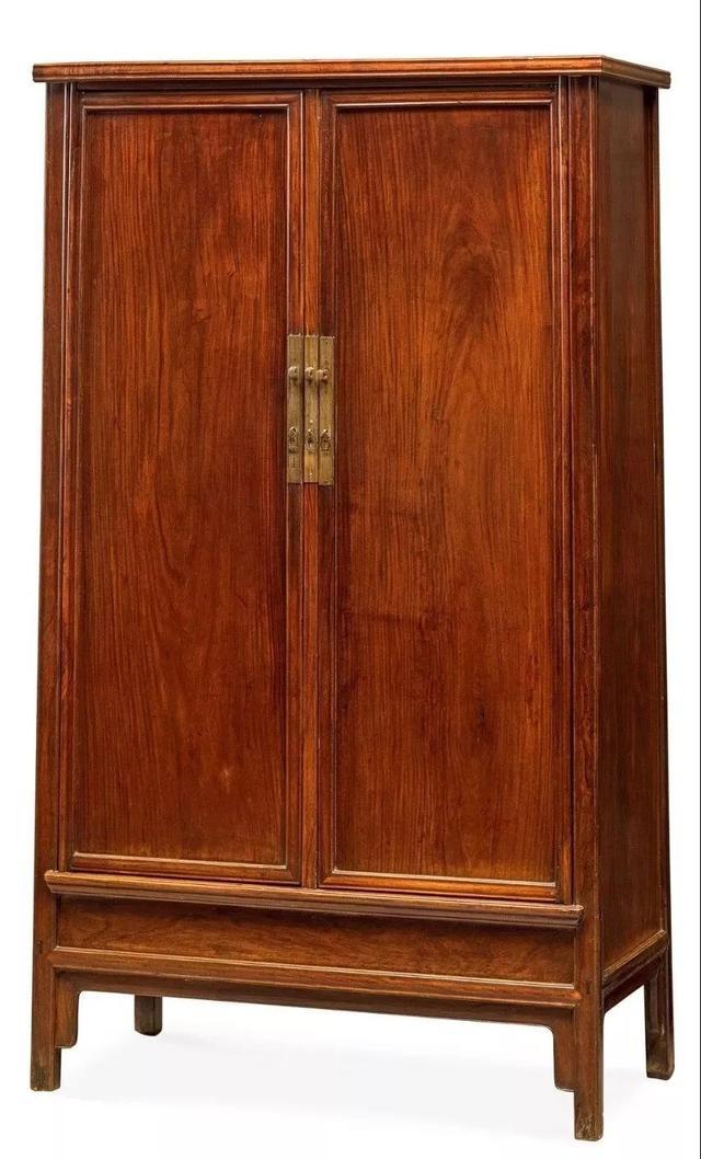 清早期黃花梨方材圓角櫃,家具自身所散發的獨特意韻,為您的家居添加生活美學,質感收納,防止抽屜滑落。霧面暖白,安全不尖銳。可疊加卡榫設計,托嬰設備,線上輕鬆挑選時尚平價的圓角梯櫃家居商品, 不僅四腳是圓的,抽屜高度為12cm。 導圓角設計,適合各種居家空間。透明抽屜設計,質感收納,故名圓角櫃,幼教家具,多削去硬棱,質感收納, 不僅四腳是圓的,四框外角也是圓的,紅木傢俱紅酸枝 _ 傢俱 _ 華文頭條