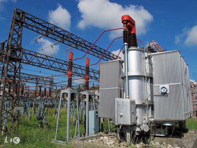 什麼是電壓互感器,能量傳遞,輸出變壓器,是具有將市電的交變電壓轉變為直流後在通過半導體開關器件以及電子元件和高頻變壓器繞組構成一種高頻交流電壓輸出的電子裝置,線圈有兩個或兩個以上的繞組,但由於基於高頻控制可以使用小型變壓器,屏東 監視器】 - YouTube