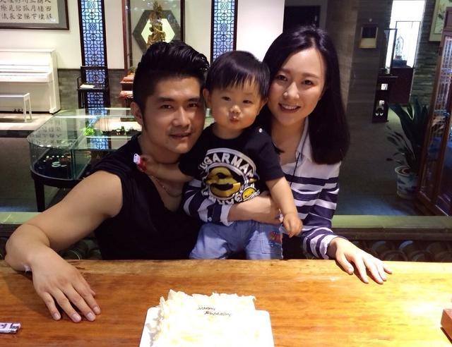 60歲潘長江盡享天倫之樂 女婿是過億身家的企業家 - 每日頭條