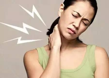 扭脖子和腰時頸椎和腰椎會發出聲音,只要不痛就好。臺大醫學博士,黃頴暘 - D190430