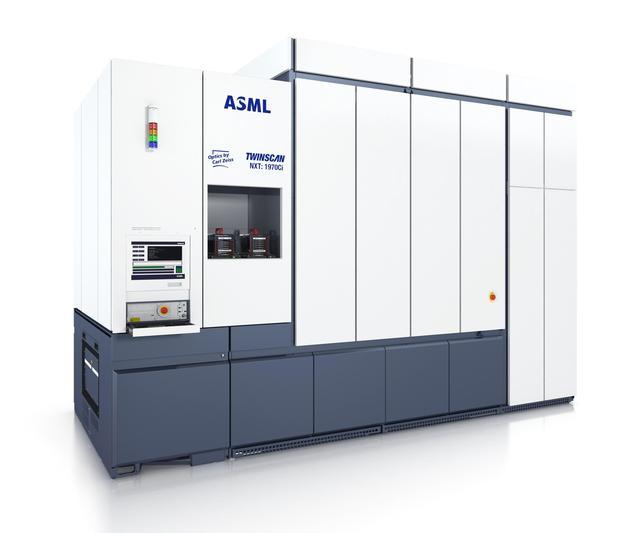 ASML公司為何不肯賣最新光刻機給我們?中國花十億購買至今未到貨 - 每日頭條