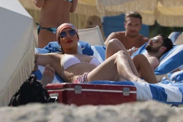 Jennifer-Lopez Photos: Jennifer Lopez shows off Sekxy body in bikini