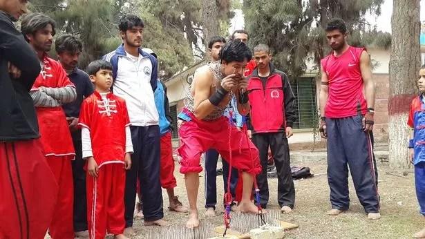 Adegan Extrim Pria Pakistan Ini Jangan Ditiru !