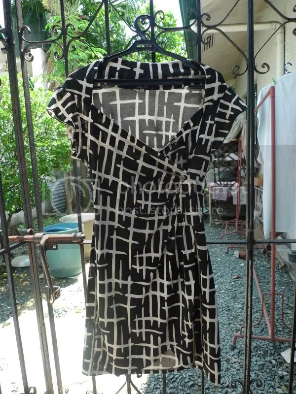 Julia B/W short cotton dress. PhP 499.75.