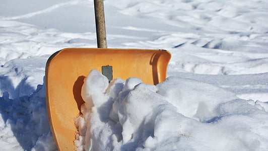 Best Snow Shovels for Seniors