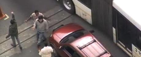 SP: motorista arranca cones e causa revolta