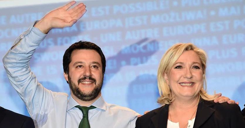 Il leader della Lega Matteo Salvini con Marine Le Pen, presidente del Front National