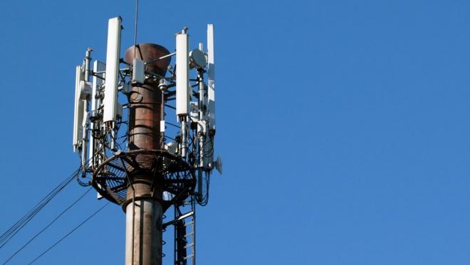 Tecnologia CloudRAN permite até o triplo de velocidade na transferência de dados móveis se comparada ao 4G. 5G interet mais rápida.