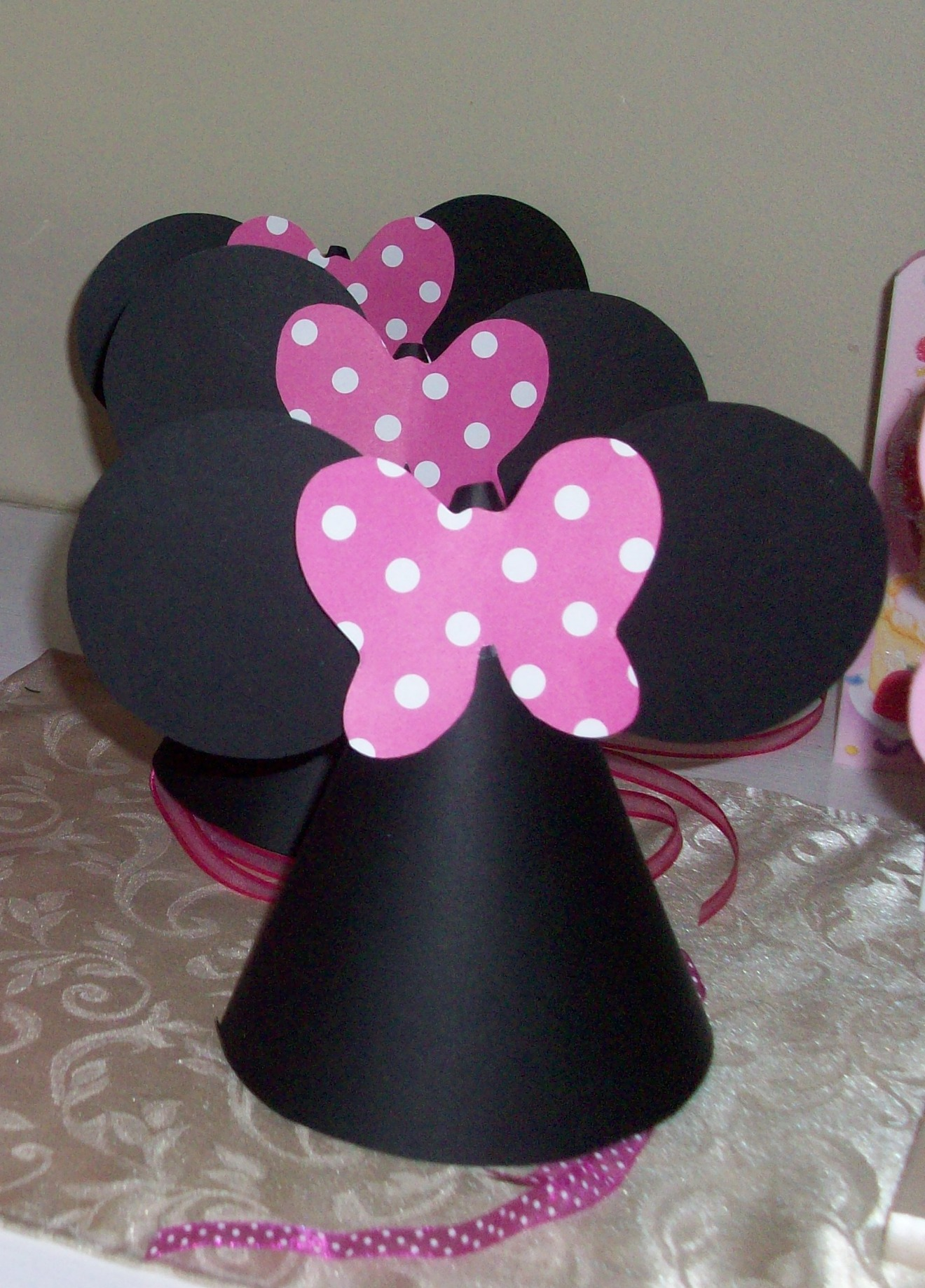 Diy Tutorial From A Catch My Party Member How To Make Minnie Mouse Party Hats Catch My Party