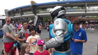 Download iCan Interactive Streetmosphere Robot - Tomorrowland at the Magic Kingdom Video