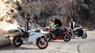 Download 2014 Super Middleweight Sportbike Shootout Video