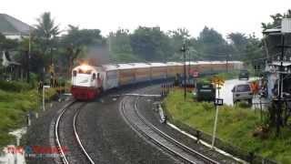 Download kereta api menembus hujan di Brambanan Video
