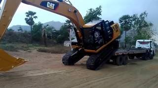 Download Unloading cat 320 Video