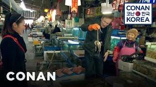 Download Conan Visits Noryangjin Fish Market Video