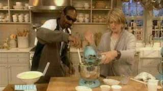 Download Snoop makes Mashed Potatoes | Snoop Dogg | Martha Stewart Video