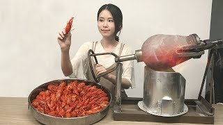 Download E19 Cook Crayfish in popcorn popper?! Boom~Your spicy crayfish is to be served immediately. Video