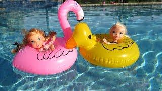 Download FLOATIES ! Elsa & Anna toddlers - Pool Party - Water fun Big float Splash Swim Video