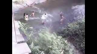Download Sedang Mandi di sungai Video