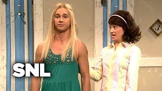 Download Girls Try on New York Funky Style Clothes - SNL Video