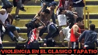 Download Tremenda pelea entre fans y la policia en el juego Chivas vs Atlas Video