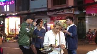 Download 2 thanh niên mượn mic hát chơi khiến cả khu phố nổi da gà Video