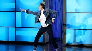 Download Miley Cyrus Hosts the Show! Video