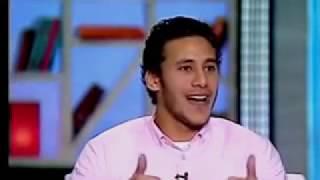 Download رمضان صبحى يحكى موقف كوميدى مع فتاه تركن العربيه امامه Video
