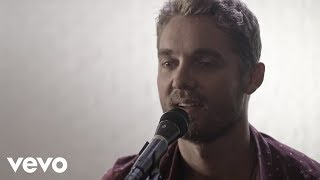 Download Brett Young - You Ain't Here To Kiss Me (Acoustic) Video