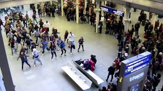 Download Flash Mob at St Pancras International NYE 2010 Video