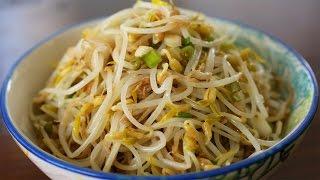 Download Mung bean sprout side dish (Sukjunamul-muchim: 숙주나물무침) Video