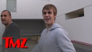 Download Justin Bieber's Pissed, Makes Fun of Paparazzo's Face | TMZ Video