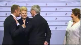 Download Жан-Клод Юнкер на саммите Восточного партнерства раздает оплеухи Video