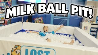Download LOST KITTIES BALL PIT!!! Watermelon Smash, Shopkins, Kinetic Sand, Fingerlings! CLAMOUR 2018 - DAY 3 Video