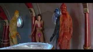 Download geena davis bikini nips Video