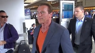 Download Arnold Schwarzenegger Catches Flight After Launching Waze Terminator Voice Video