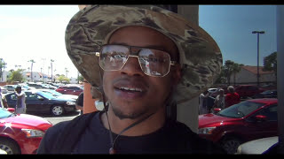 Download ERROL SPENCE IN STREET FIGHT TKO'S BIGGER GUY W/ BODY SHOTS Video