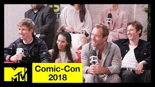 Download 'Fantastic Beasts: The Crimes of Grindelwald' Cast on SEXY Dumbledore & More! | Comic-Con 2018 Video