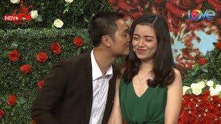 Download Chàng trai Bắc Giang hạnh phúc khi hôn cô giáo Hải Phòng cực kỳ duyên dáng ngay sk BMHH 😍 Video