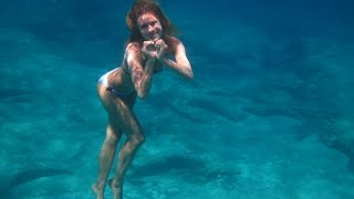 Download Girl like a mermaid in the sea.Freediving.8 meters of depth.Video by Tanya Tonica. Video