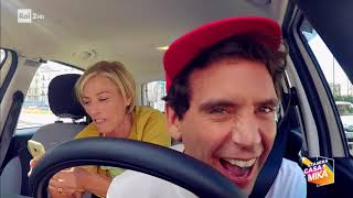 Download Candid camera in taxi con Maria Concetta Mattei! - Stasera CasaMika 21/11/2017 Video