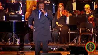 Download Luciano performing with the Royal Philharmonic Orchestra - Full Concert Video