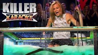 Download Killer karaoke - Livredd blondine synger 'Bombo' i vanntank med åler Video