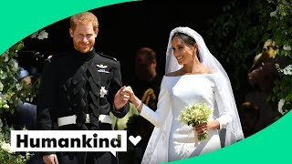 Download Royal newlyweds gift their flowers to a special place Video