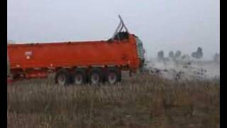 Download THE BIGEST MANURE SPREADER IN THE WORLD !! EPANDEUR / ROZRZUTNIK BROCHARD. Video
