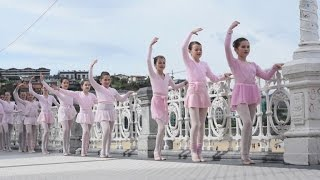 Download 1,400 dancers take part in Month of Dance celebration in Spain Video