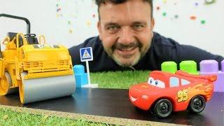 Download ¡Vamos a Jugar! Un COCHE de carreras McQueen. Camiones, excavadoras construyen la carretera Video